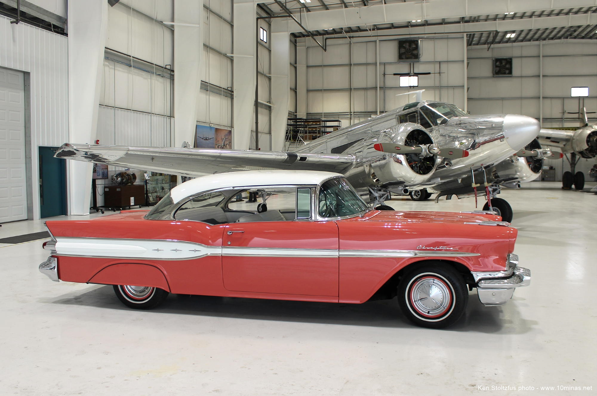 1957_Pontiac_Chieftain_photo