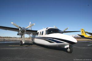 Aero_Commander_690B_aircraft_photo