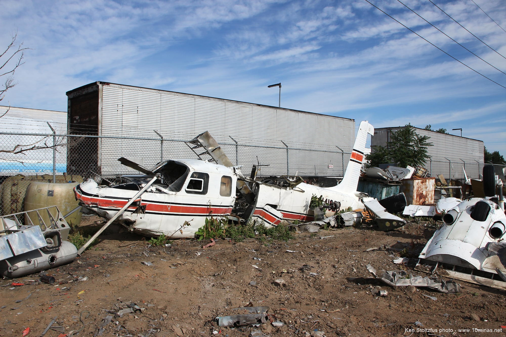 Crashed_Aero_Commander_aircraft_photo