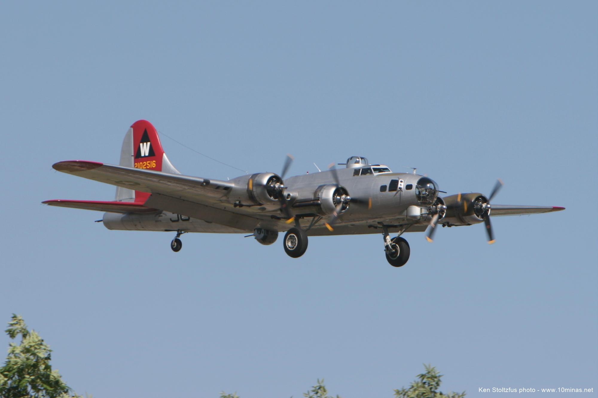 Boeing_B-17_EAA_Aluminum_Overcast_photo