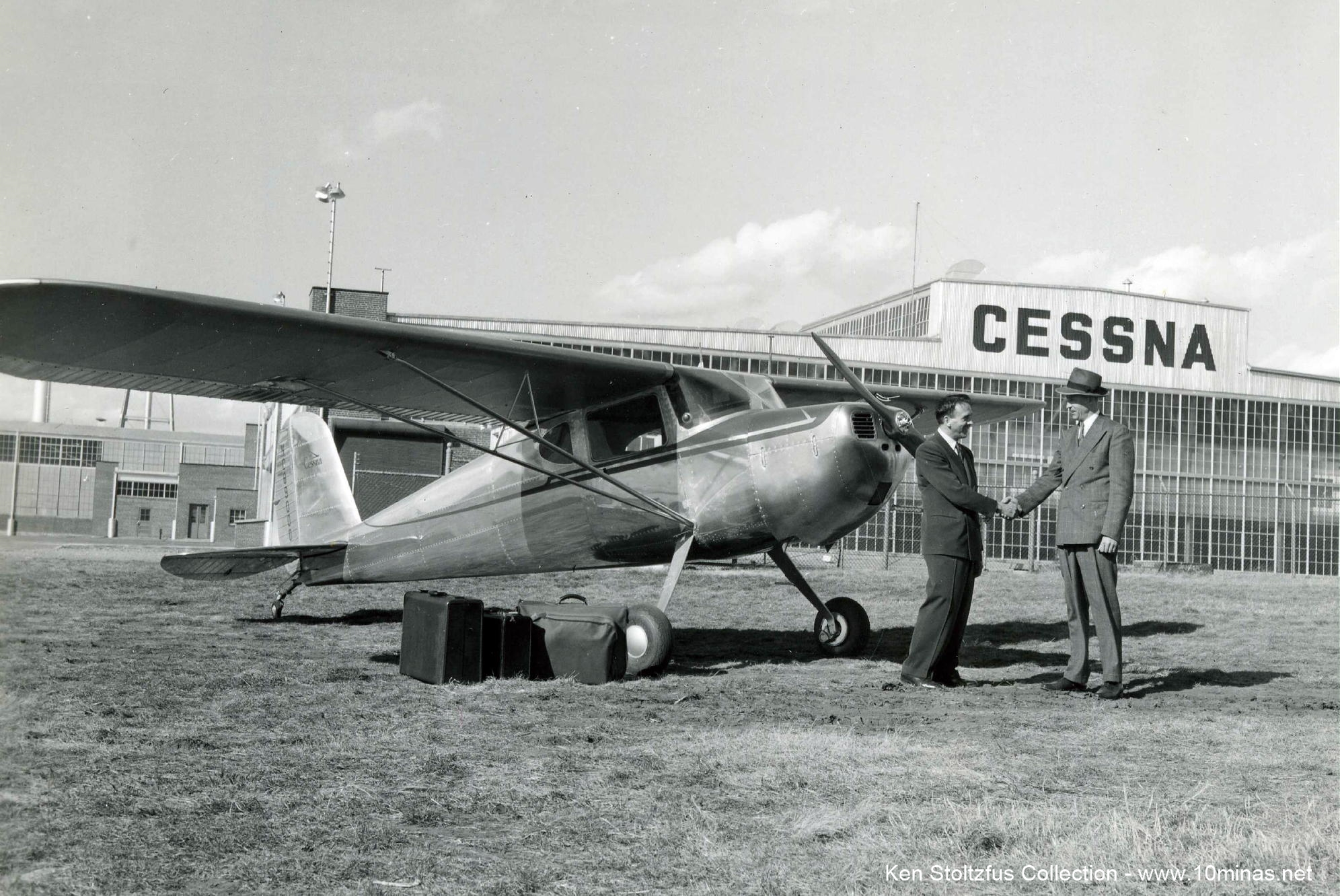 Cessna_120_factory_photo