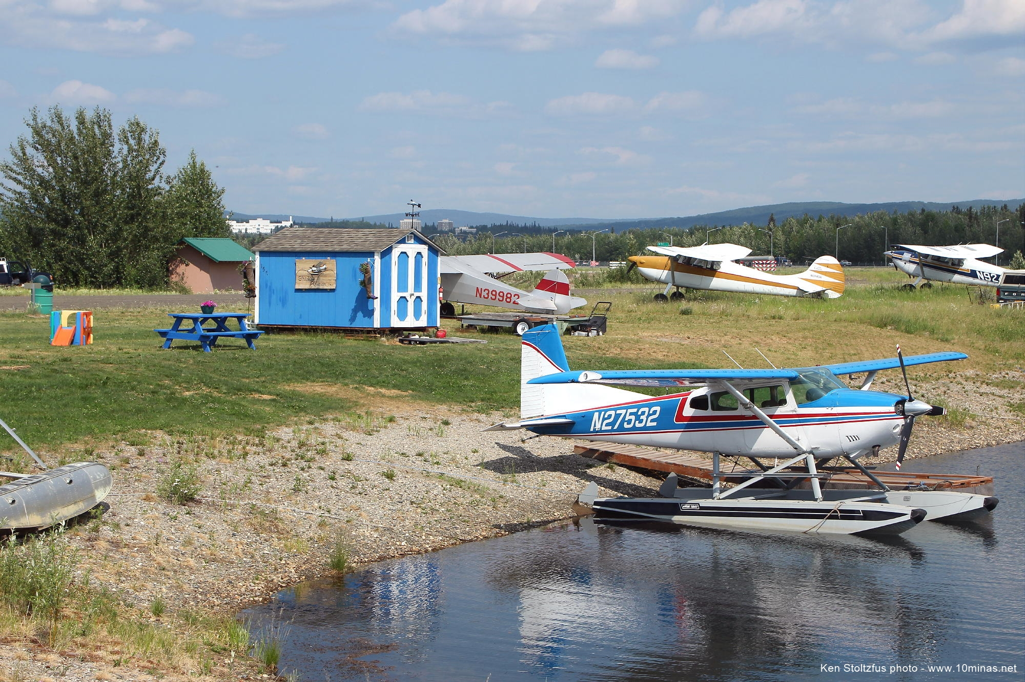Cessna_185_floats_Fairbanks_photo
