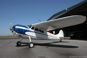 Cessna_195_airplane_picture