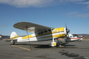 Cessna_195_aircraft_photo_Alaska