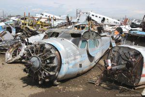 Cessna_195_aircraft_boneyard_photo